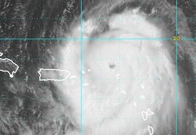 Hurrikan EARL erreicht Kategorie 3 - jetzt auch US-Ostküste ab North Carolina nordwärts in Gefahr, 2010, aktuell, Atlantik, Earl, Hurrikan Satellitenbilder, Hurrikansaison 2010, USA, Vorhersage Forecast Prognose, Zugbahn,