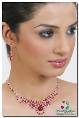 Necklaces for Women, Diamond Necklaces, Bead Neclaces Online