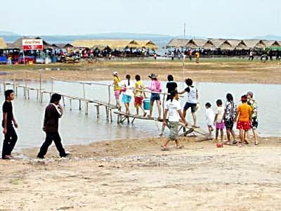Chong Mek, Border