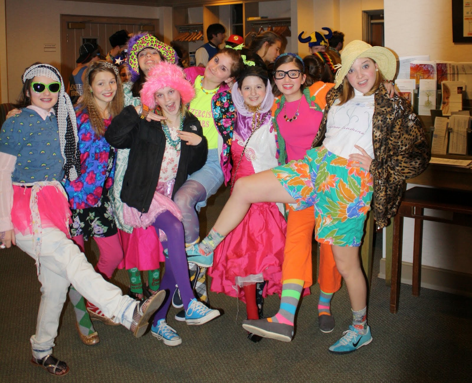 Tacky Day Ideas http://littlebethwilkening.blogspot.com/2011/02/tacky-clothes-silly-girls-basketball_05.html