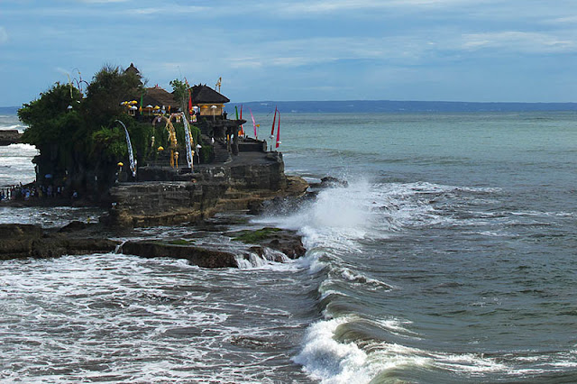 Tanah Lot, Bali © Raywoo | Dreamstime.com