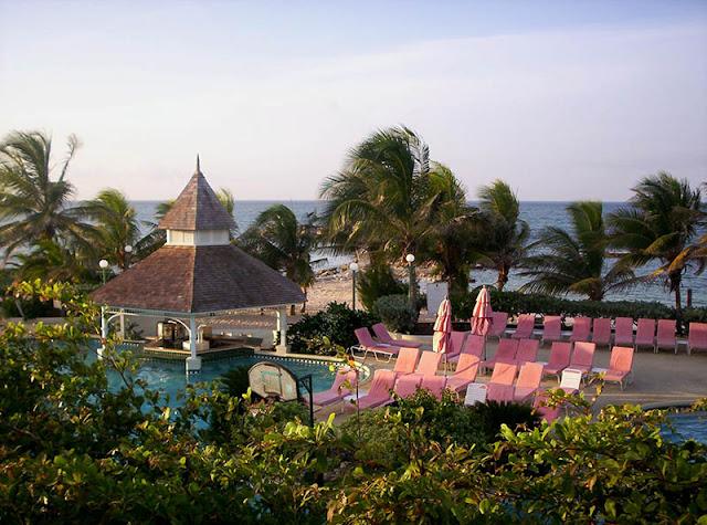Complexe hôtelier en Jamaïque © Carol Robertson | Dreamstime.com