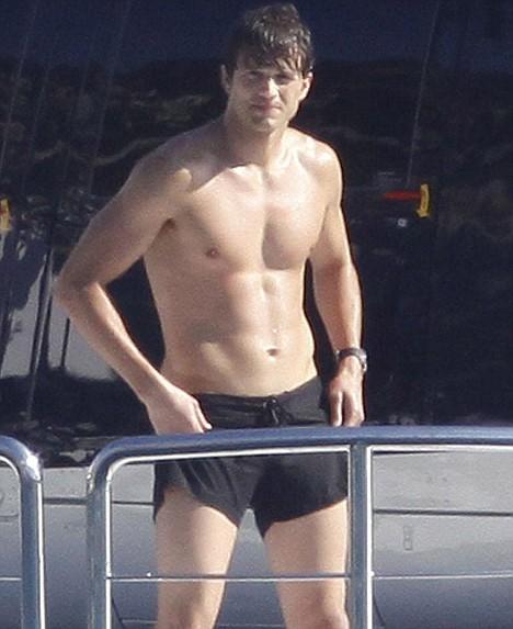Ashton kutcher nude picture 68