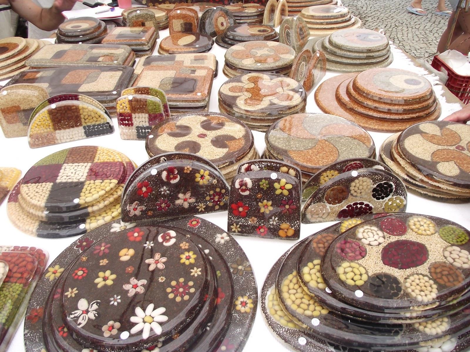 Artes da Feira Hippie de Ipanema: Artesanato com resina poliester #9C2F32 1600x1200 Acessórios Banheiro Resina Poliester