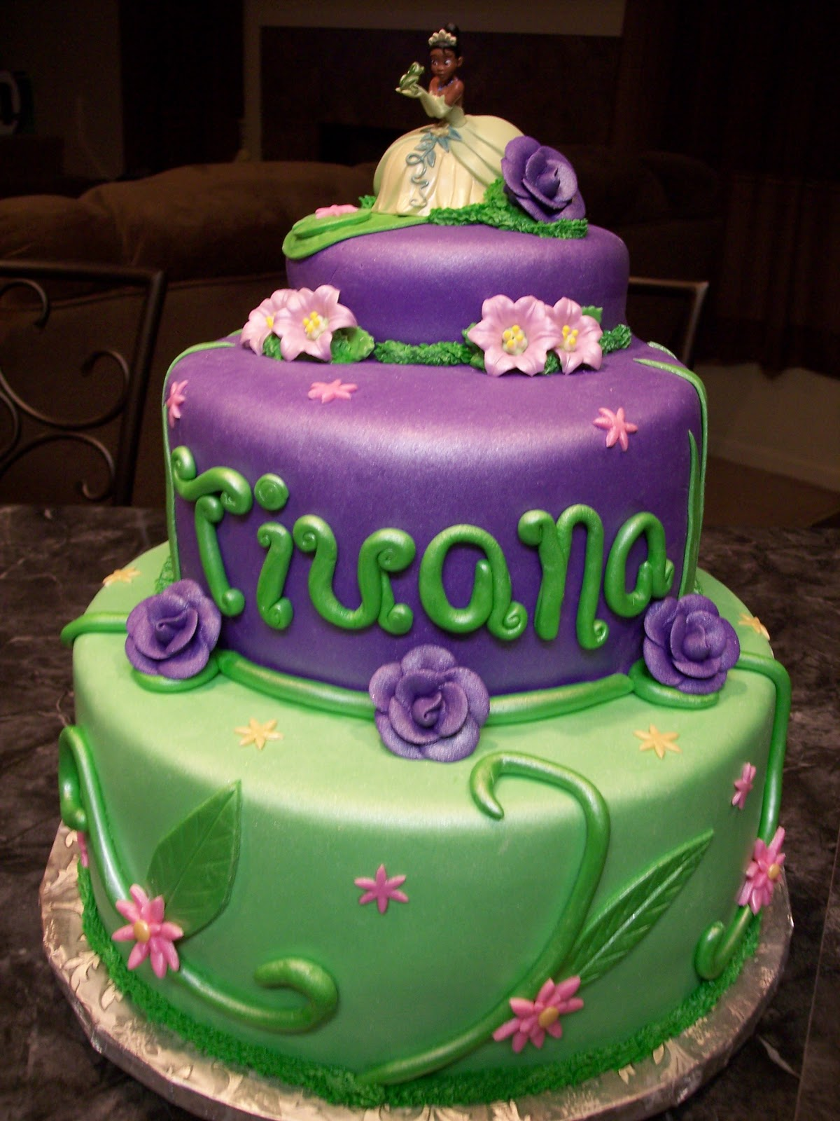 Princess Tiana Cake Pictures : MyMoniCakes: Princess and the Frog / Princess Tiana Cake