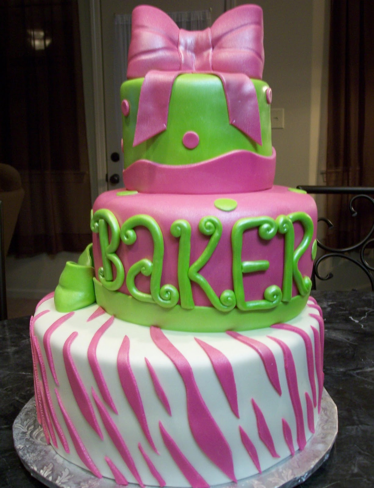 Green Zebra Cake http://mymonicakes.blogspot.com/2010/12/hot-pink-and-lime-green-zebra-print.html