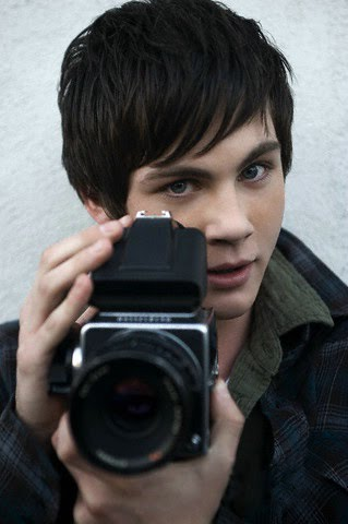 http://3.bp.blogspot.com/_RZ039Jd0oBA/S-cJZJnpZQI/AAAAAAAAAKA/6Eq5YwF3_6o/s1600/%5B2009%5D+Logan+Lerman+-+Photoshoot+por+Eric+Williams+(2009)+002.jpg