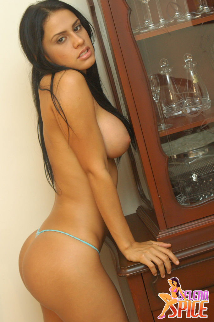 Andrea rincon. selena spice. superpost. videos y fotos.