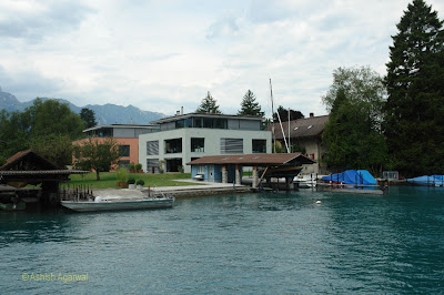A beautiful house with its own dock on the edge of Lake Thun