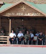 Autorità locali, nel centro il gen. Comandante, Biancafarina