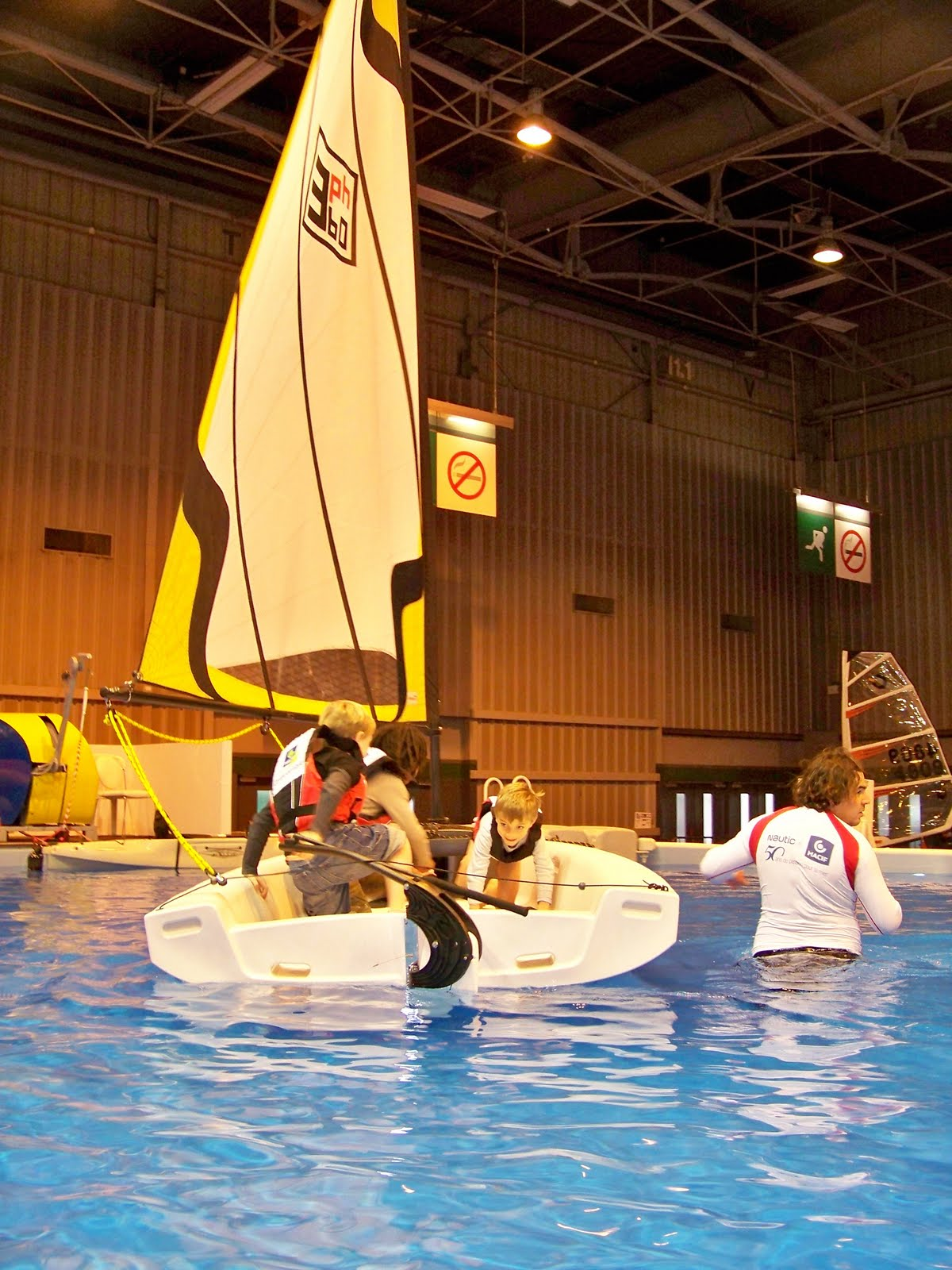 Phileas boats salon nautique de paris porte de for Salon porte de versailles hall 4