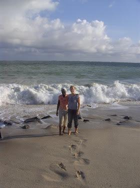 Meine Mama und ich am Strand