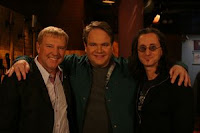 Alex e Geddy com Eddie Trunk