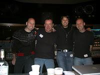 Da esquerda para a direita: Matt Scannell, Neil Peart, Sean Hurley e Mark Valentine