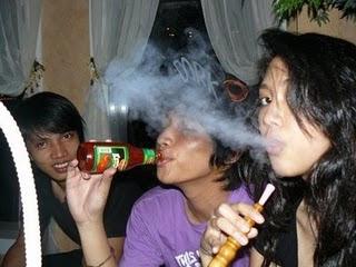 [Image: foto+sherina+merokok+shisha.jpg]