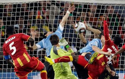 http://3.bp.blogspot.com/_Rh4LsvhVuXw/TESfZAackAI/AAAAAAAAAWQ/Fai7eGcvO1Q/s1600/suarez+handball.jpg