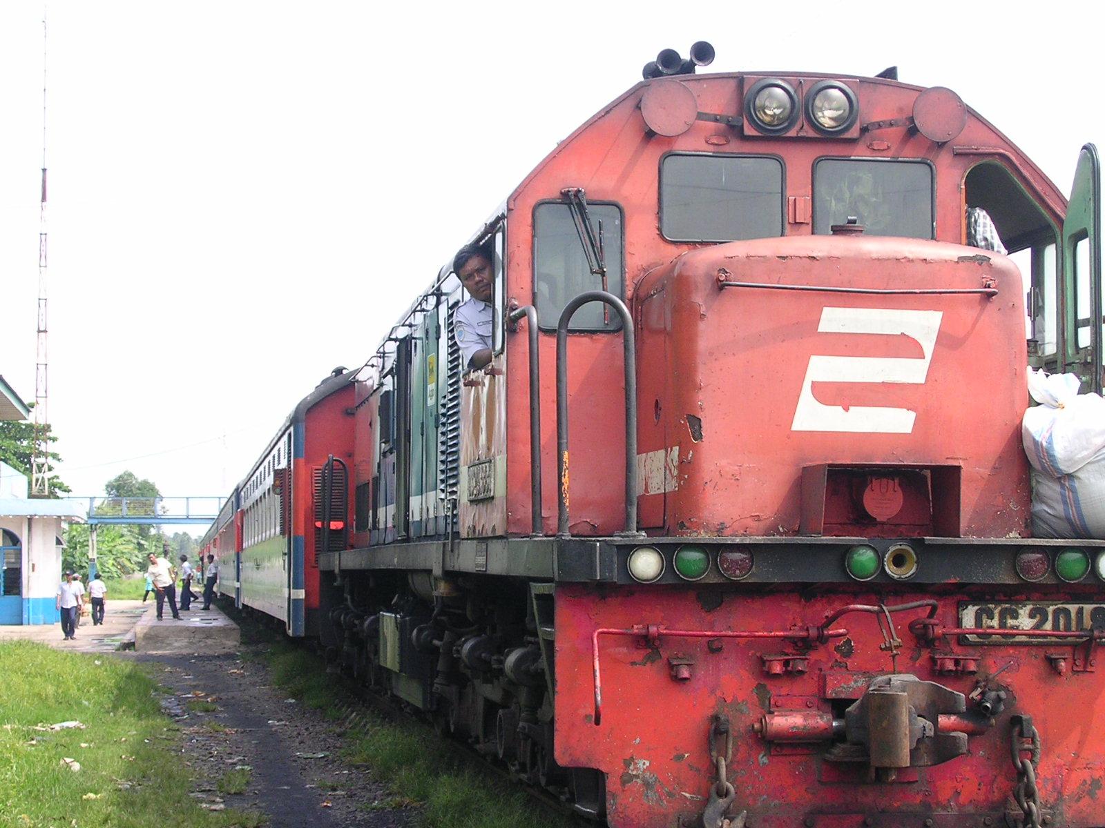 Kereta api merupakan salah satu moda transportasi yang sangat digemari