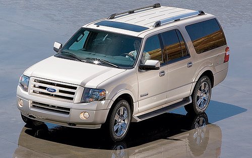 Frontal Lateral Ford Expedition 1 Ford Expedition   Luxury Large SUV with own style in the American Market