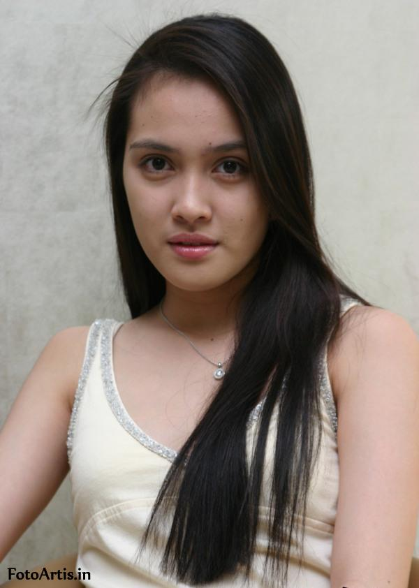 holoip: Shandy Aulia Hot Wallpapers