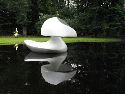 Martha Pan floating sculpture, Kroller-Muller museum