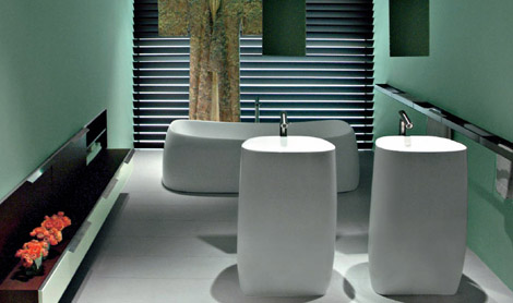New-stylish-design-bathroom-with-unusual-sinks-and-tub