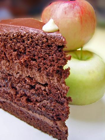 [wtsim+choc+apple+cake+close.jpg]