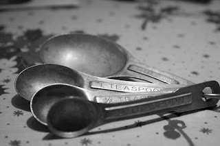 Black and White Measuring Spoons
