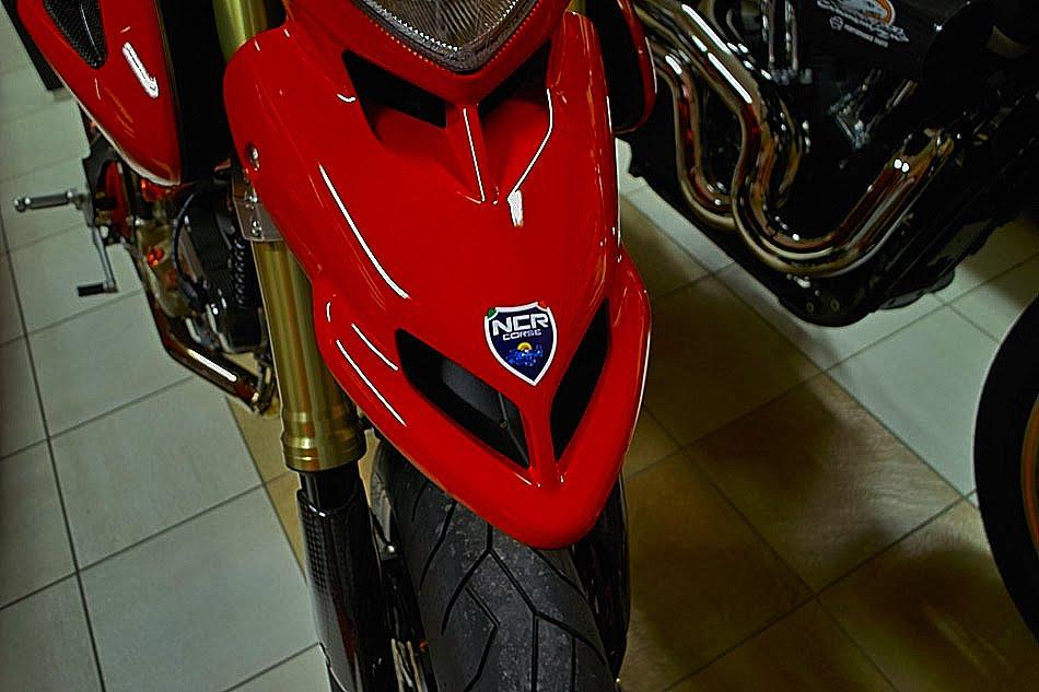 [SUZUKI Ducati+10127-02.jpg]