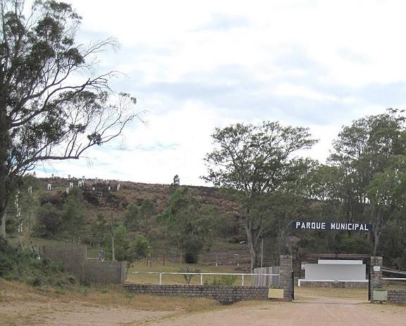Parque Cerro Nico Pérez, ascendiendo el cerro, se puede llegar hasta la imagen de María Auxiliadora