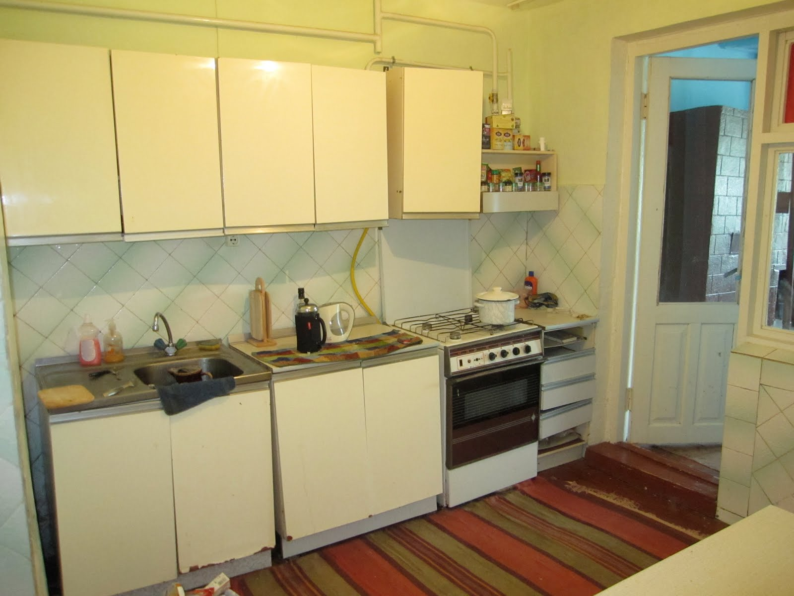 Ah ha! My kitchen. That's right, I've got gaz. The oven doesn't work  title=