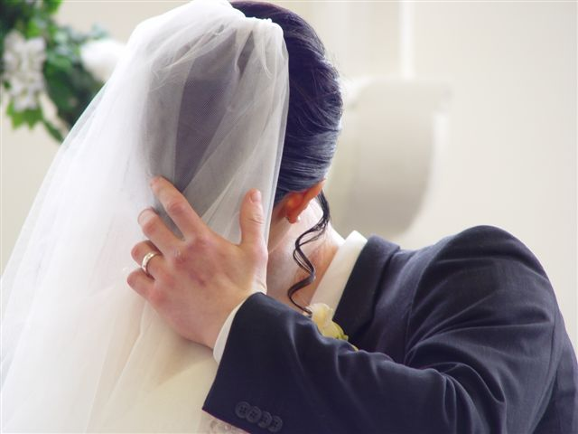 [Andre's+beautiful+hands+at+our+wedding....Not!]