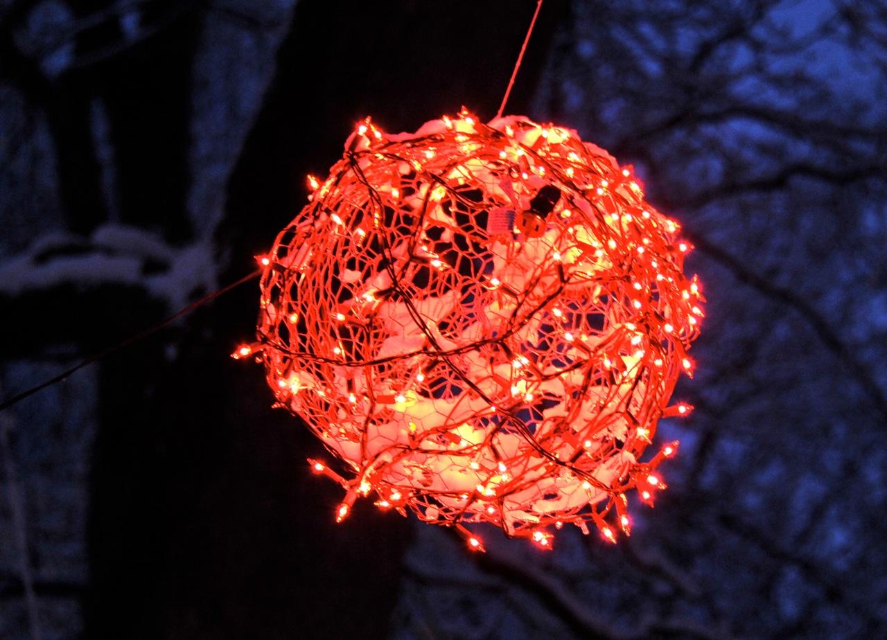 Lighted Christmas Balls: 2011/01