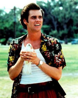 Jim Carrey con una paloma en la mano
