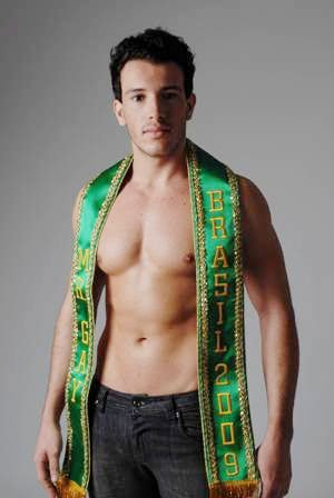 mr gay 2009 faixa He once shared a London flat with William Hague, who has felt obliged to ...
