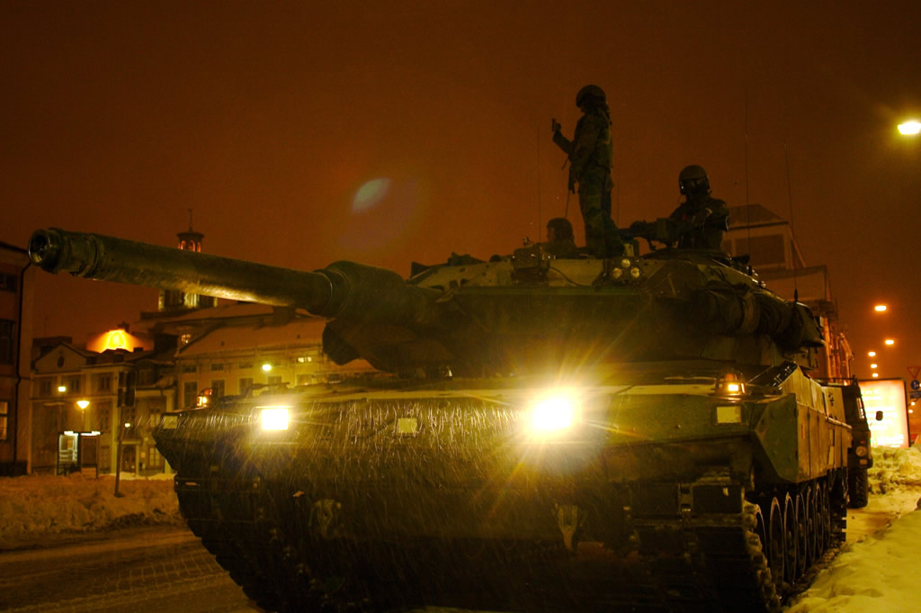 Vídeo:  Leopard 2A5 – Suécia