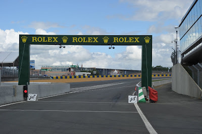 Pub Rolex sortie des stands 24H du Mans 2010
