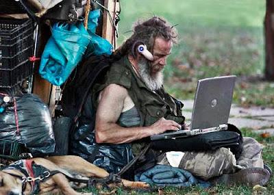[Image: homeless-man-goes-wireless.jpg]