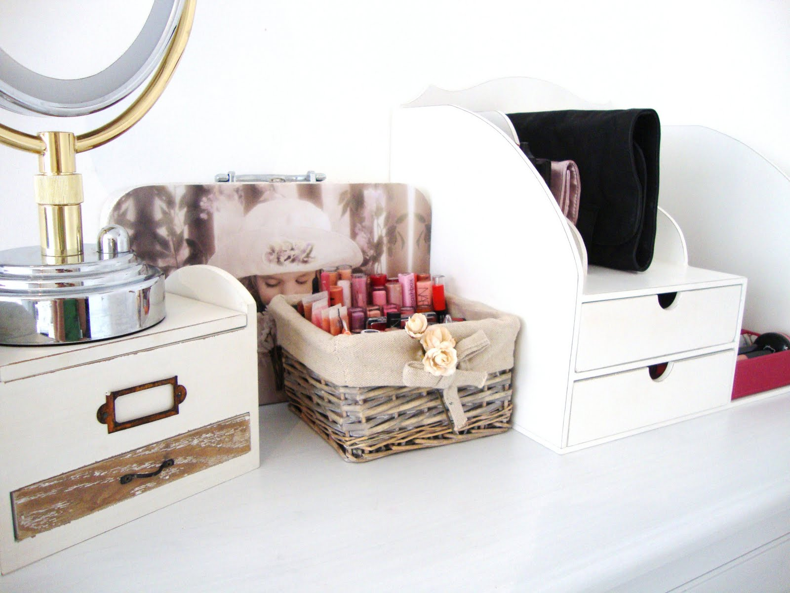 25 encouraging makeup storage ideas creativefan - Rangement maquillage fait maison ...