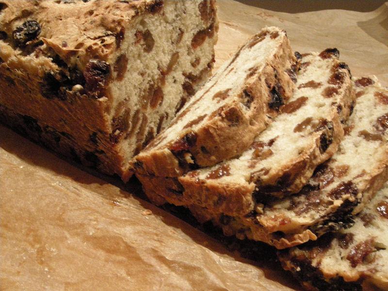 eerst koken: rozijnenbrood van oliebollenmix