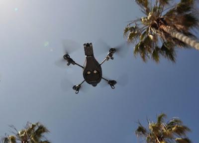 Cuadricóptero Parrot AR.Drone wifi controlado por Apple iPhone
