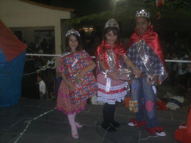 nossas crianças vencedoras do Rei e Rainha da festa junina 2010