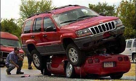 Foto Kecelakaan Mobil yang Unik dan Lucu