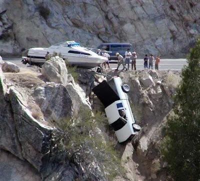 www.zona ketawa kita.blogspot.com+most+Strange+Car+Accident+%25283%2529 foto foto kecelakaan mobil yang unik