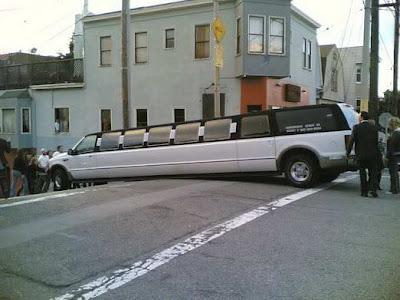 www.zona ketawa kita.blogspot.com+most+Strange+Car+Accident foto foto kecelakaan mobil yang unik