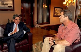 Costa Rica's President Oscar Arias, left, speaks with US actor Mel Gibson in his home in San Jose, Monday, July 9, 2007. Gibson met with Arias to discuss possible humanitarian projects in Costa Rica. (AP Photo/Kent Gilbert)