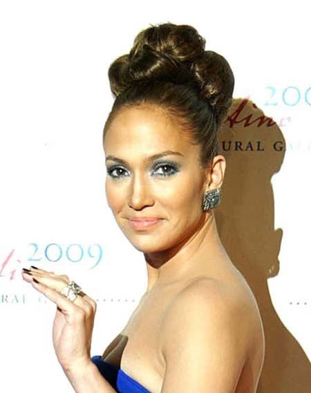 jennifer lopez ring matches the dress