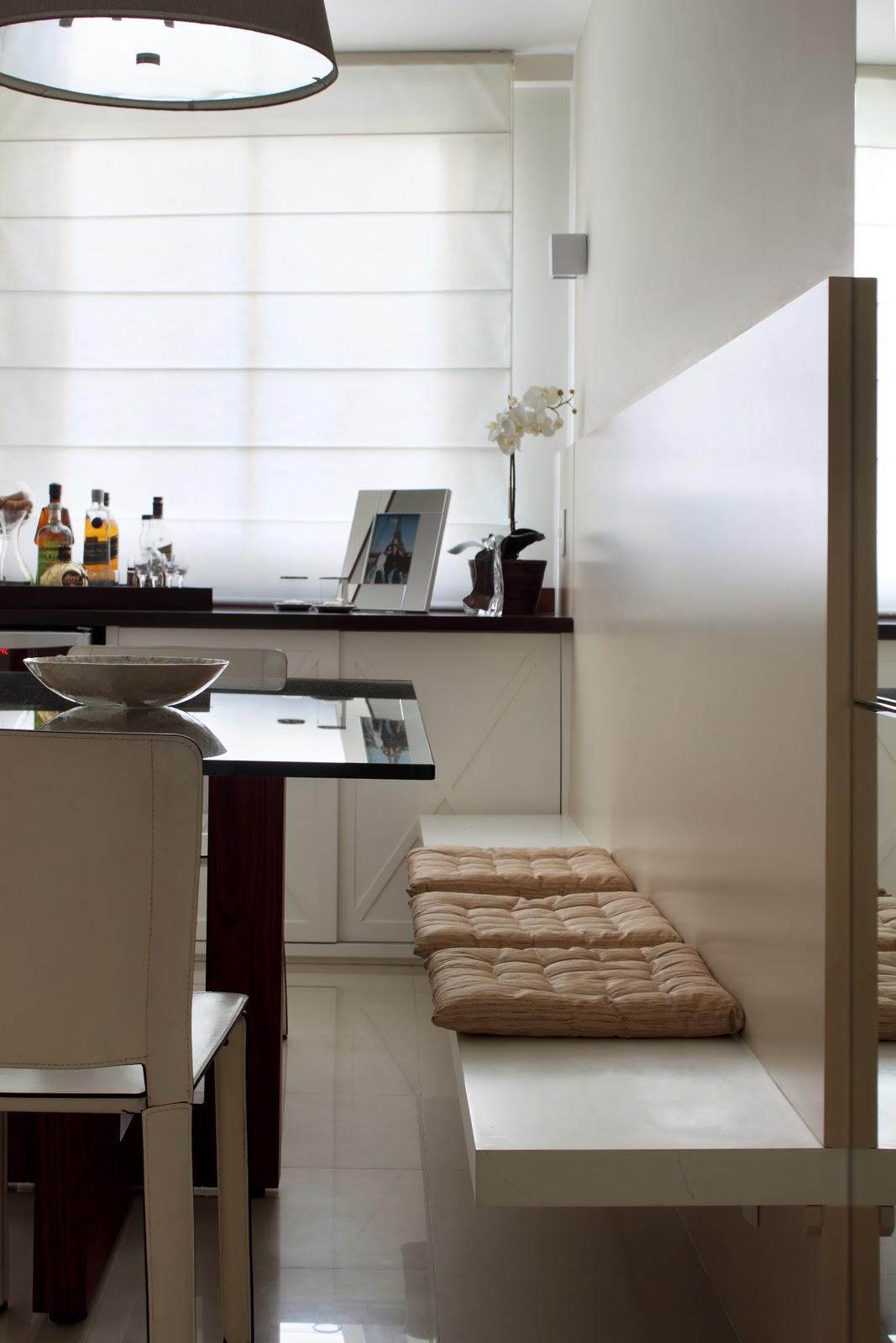 fixos de alvenaria junto a parede os assentos podem ser de madeira  #A67025 1067x1600