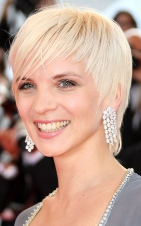 Short Blonde Hair. Cute short hair layered style.