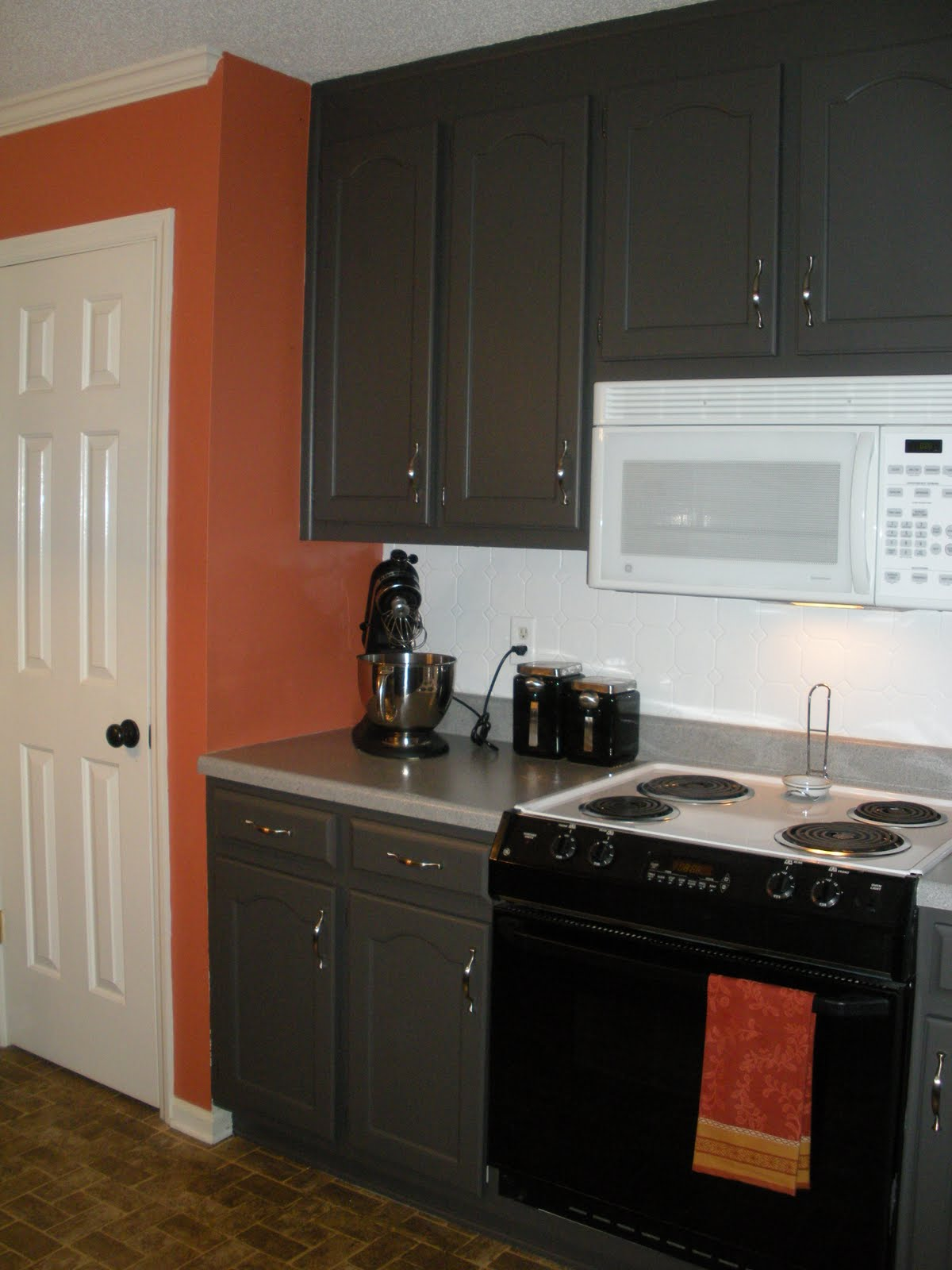 The eclectic owl kitchen makeover - Kitchen paint colors ...