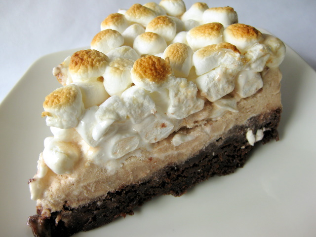 In the Long kitchen: Campfire Brownie Ice Cream Cake